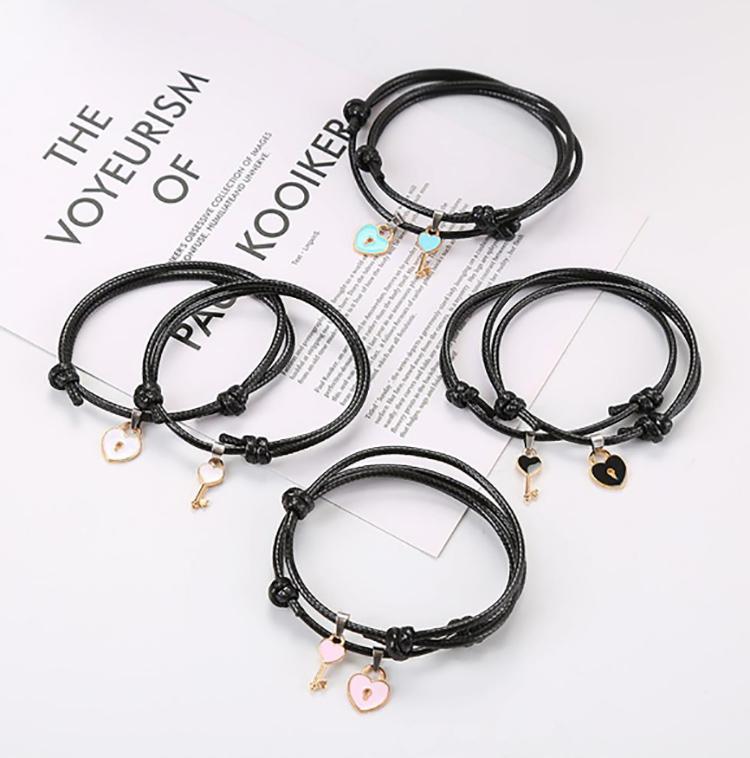 Эти простые, но чрезвычайно милые браслеты подарят тёплую улыбку как вам, так и вашему избраннику