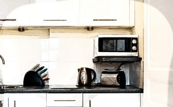 Топ-7 вариантов грамотного размещения микроволновки на кухне