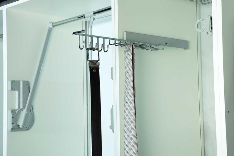 Выдвижной держатель для ремней, галстуков, платков и шарфов