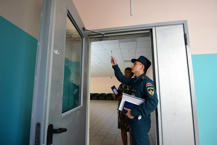 О необходимости установки противопожарных дверей владельцам офисных зданий направят указания службы МЧС, а вот о сохранности частной собственности придётся позаботиться самим владельцам