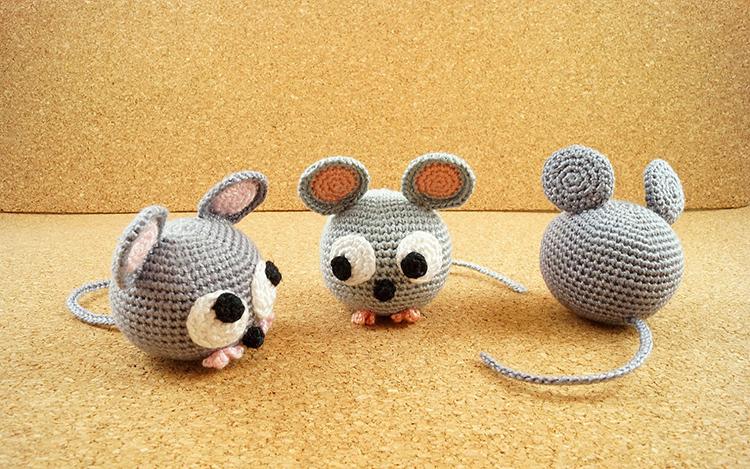 Оформить вязаную мышь можно по-разному
