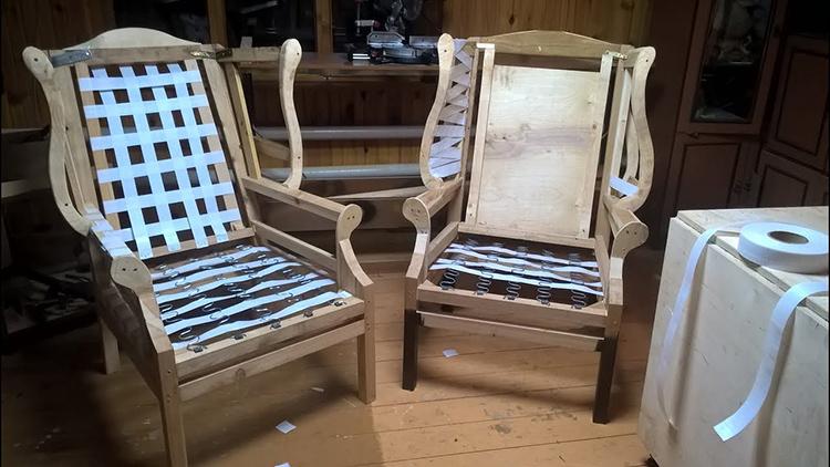 Каркас кресла с плоскими пружинами на сиденье