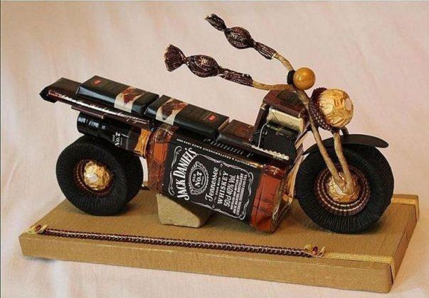 Если вы заметили, то основа этого мотоцикла предназначена олько для взрослого мужчины