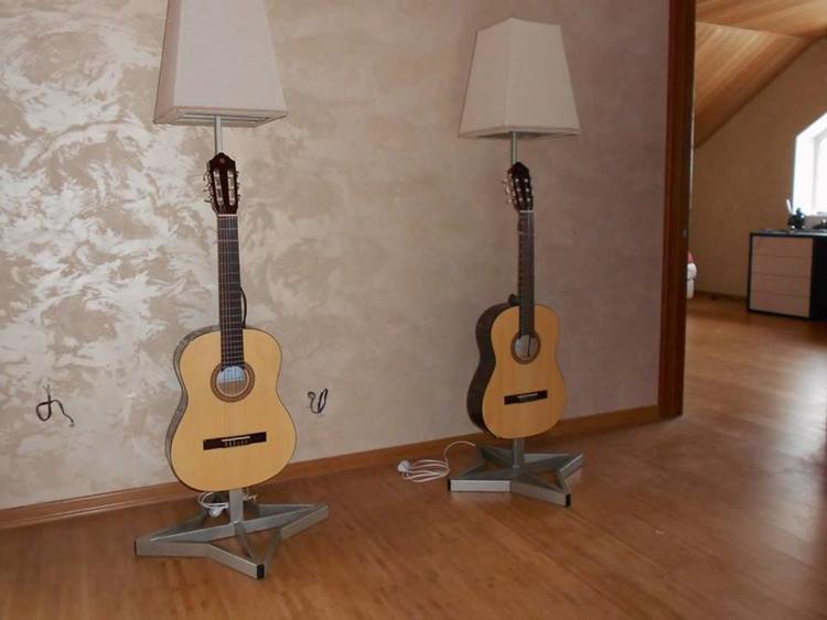 Торшеры, сделанные из старых гитар