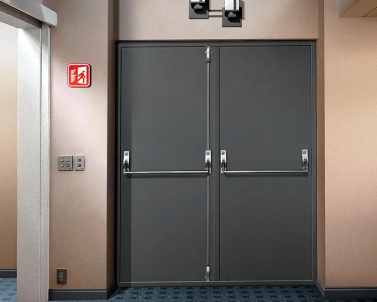 Кроме того, полотно двери может иметь одну или две створки. Второй вариант проще для отрывания при пожаре