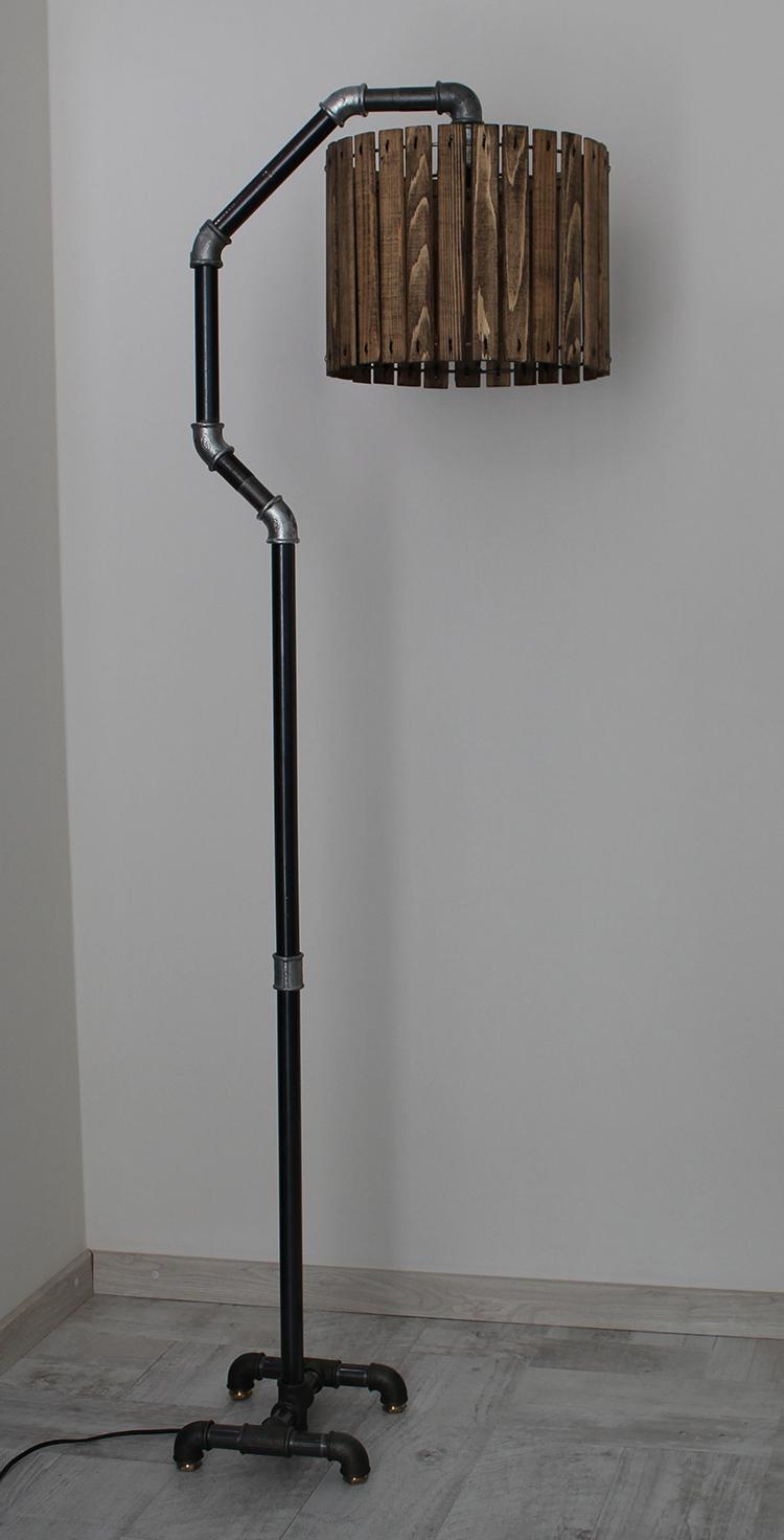 Светопропускная способность такого абажура весьма ограничена, поэтому он может использоваться либо в спальне, либо для локального освещения