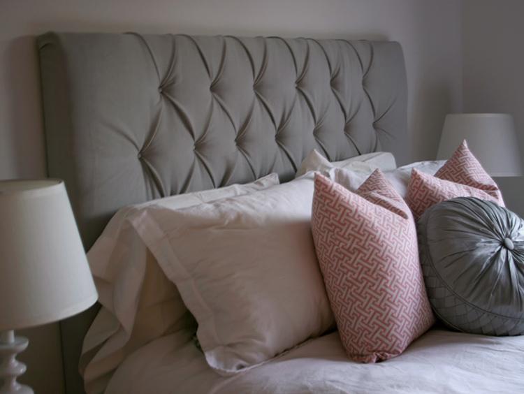 Мягкое изголовье предоставляет прекрасное место для отдыха как в лежащем, так и сидячем положении
