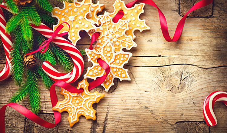 Кроме конфет ещё одним популярным съедобным ёлочным украшением считаются пряники с яркой глазурью