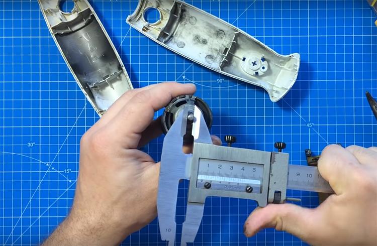 Извлеките мотор и измерьте параметры вращающегося вала. Под этот размер нужно заказать насадку. Подходящие насадки найдутся на страницах китайского мега-маркета или на отечественных сайтах, специализирующихся на инструментах. Важно подобрать изделие, соответствующее вашим замерам, так как валы у блендеров могут иметь разный диаметр