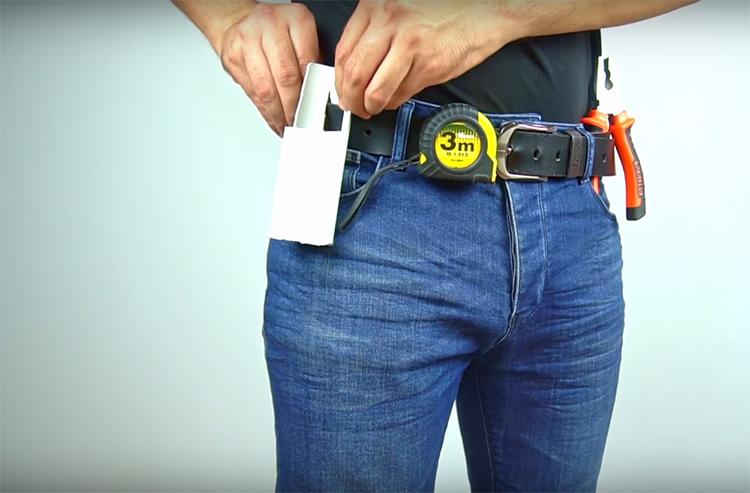 Такой органайзер легко крепится на ремне или кармане. Нужно просто зацепить ткань язычком