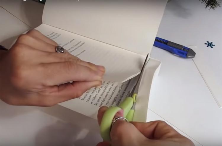 Автор решил всё-таки обрезать лишнее, ему пришлось расстаться примерно с 2 см книги
