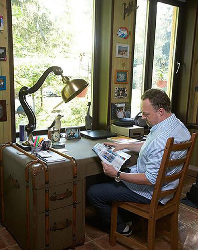 Старинная лампа досталась Виктору Гусеву в наследство от знаменитого деда