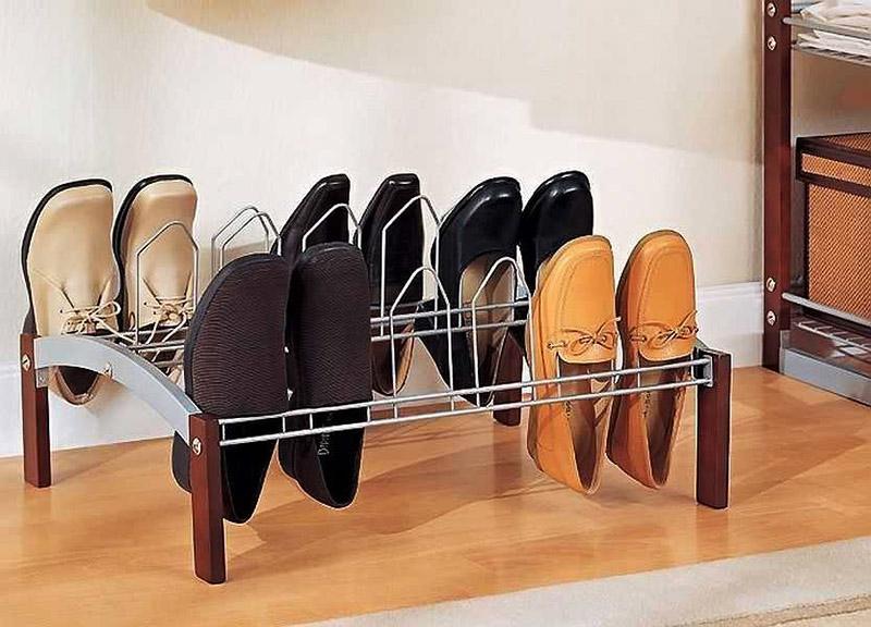 Такая конструкция займёт очень мало места, но в ней можно разместить не одну пару обуви