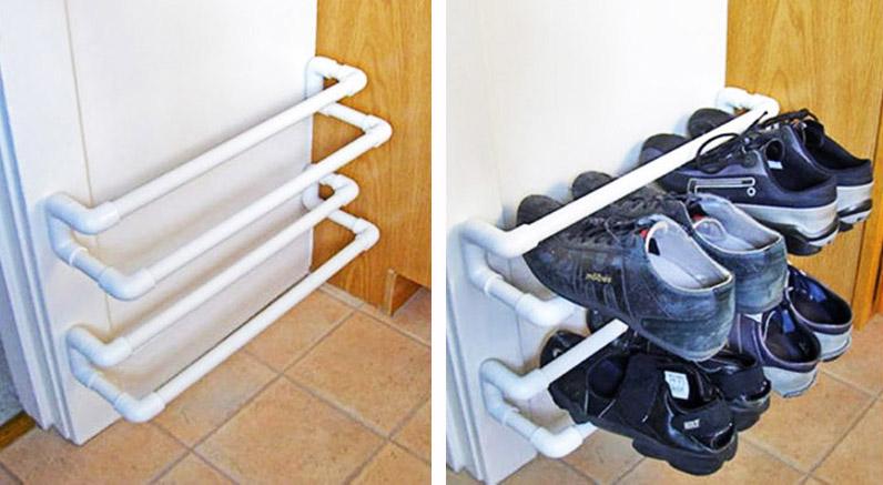 Вот самый простой вариант как раз с использованием сантехнических соединений. Если сделать такую полку на колёсиках, то можно использовать её не только как обувницу, но и поставить в любой комнате, например, в спальне для книг и журналов