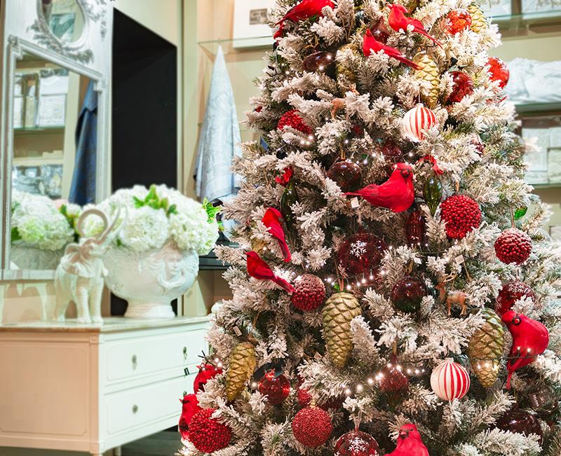 Красиво украшенная новогодняя ёлка