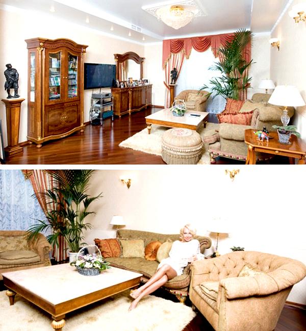 По обе стороны от дивана на небольших столиках стоят настольные лампы с тканевыми абажурами на хрустальных ножках