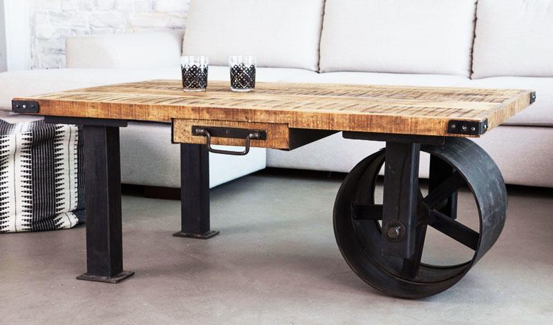 Наверное, на создание такого столика дизайнера вдохновила строительная тачка с обрезанными бортами