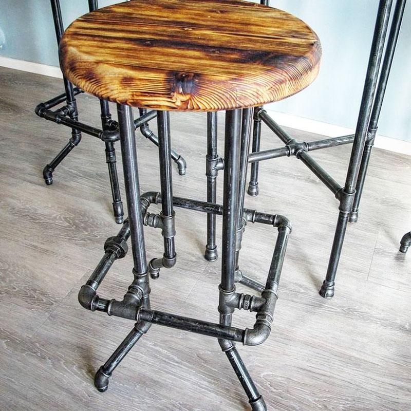 Из обрезков водопроводных труб, муфт и тройников может получиться оригинальный барный табурет