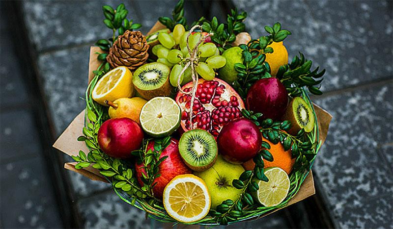 Вот какой новогодний букет из фруктов можно сделать своими руками