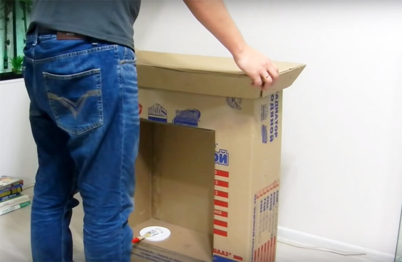 Столешница делается отдельно и приклеивается у основной части на ПВА. Чтобы склейка получилась прочной, положите сверху груз: книги или тяжёлую посуду