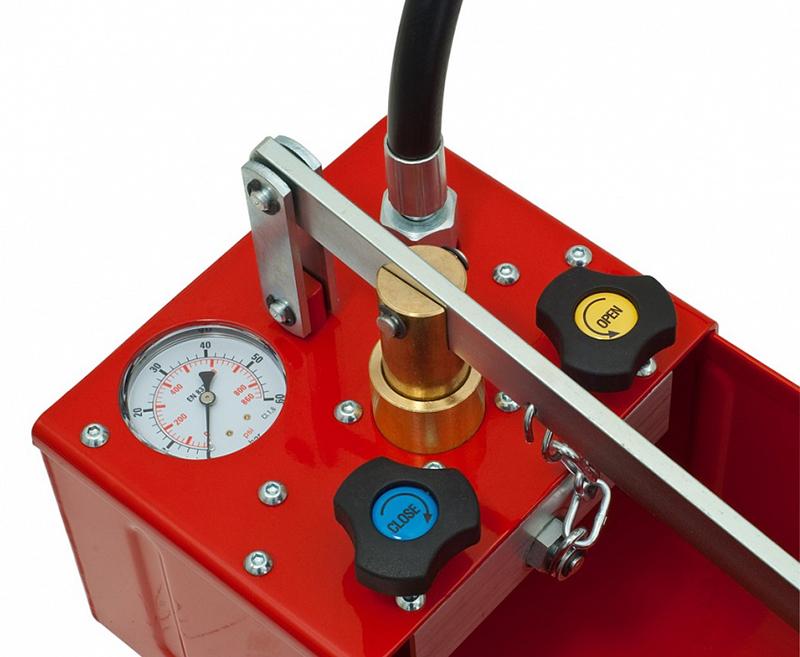 Что касается автоматических моделей, то они хороши тем, что управление осуществляется оператором с пульта, а автоматика строго контролирует предельно допустимое давление