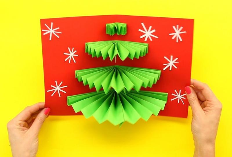 Открытки могут быть не только в форме оригами, но и иметь наклеенные фигурки