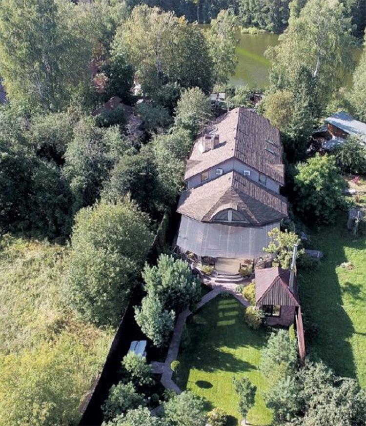 Соседи окрестили дом Оскара Кучеры многострадальной стройкой века