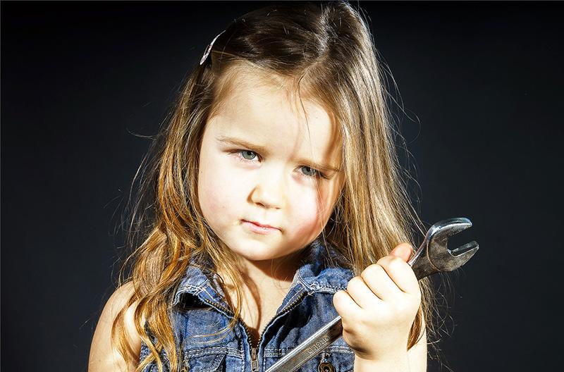 Гаечный ключ не лучший подарок для девочки