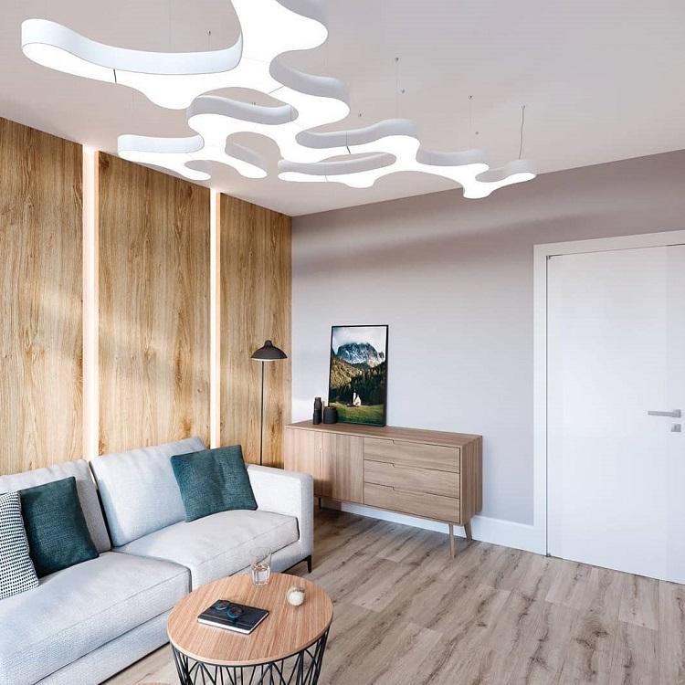 Световое панно на потолке совершенно не подходит для простого интерьера, разнообразить который можно было бы контрастным текстилем
