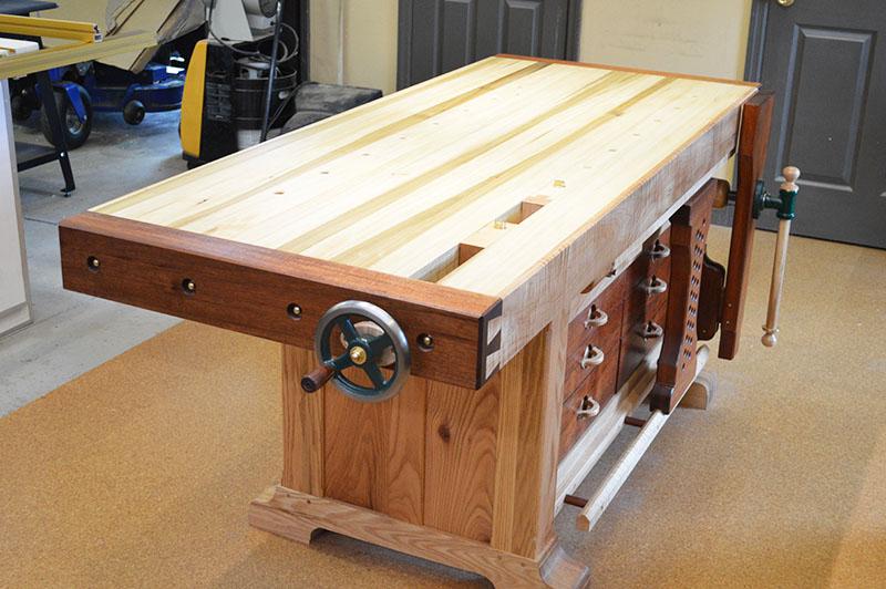 Столярные верстаки обычно делают из плотных сортов древесины: бука или дуба