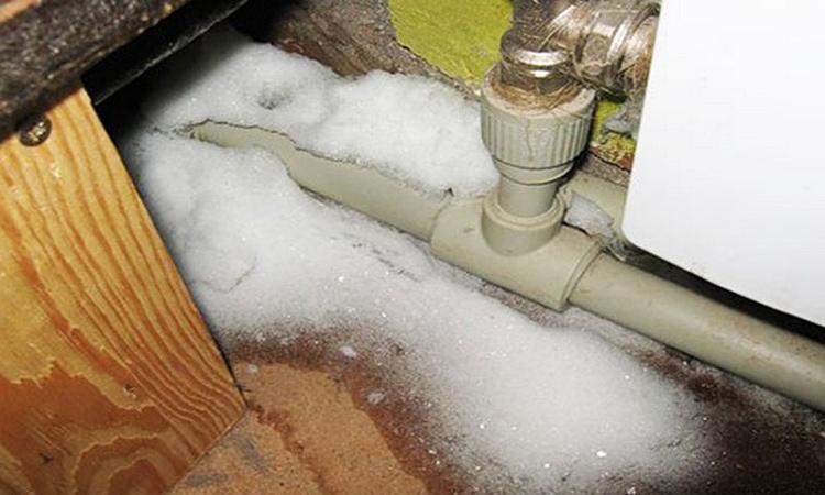 Проблема промерзания воды особенно актуальна для жителей северных регионов России, а также просто обладателей загородных частных домов