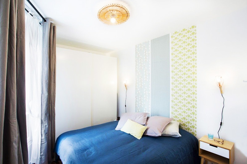 Вариант оформления участка стены над кроватью