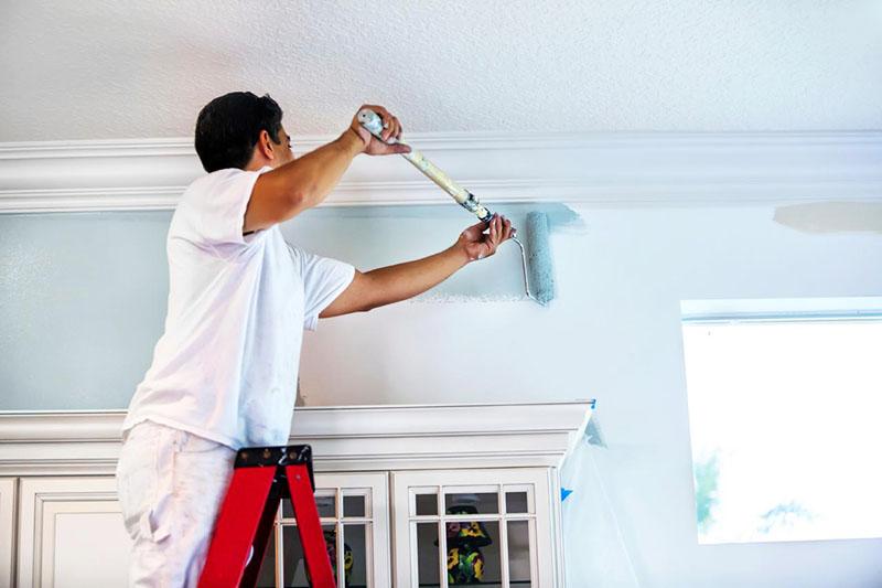 Покраска стен и потолка должна производиться по правилам