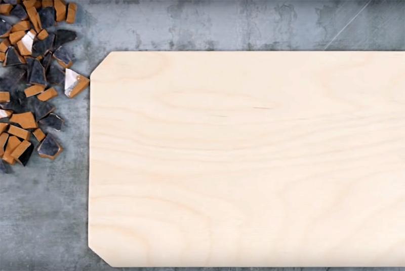 В качестве основы используйте разделочную доску из плотной многослойной фанеры