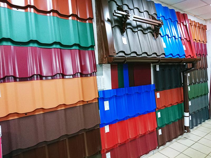 Выбор расцветок металлочерепицы на рынках огромен