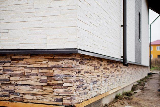 Зачем нужны цокольные панели для наружной отделки дома