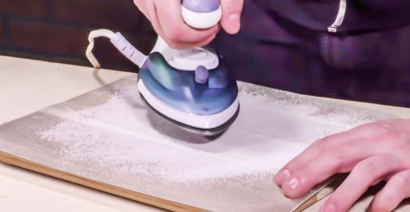 Способ подходит и для очистки без нагрева утюга