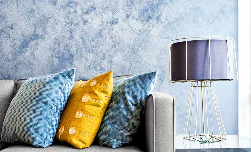 Для оформления стен в жилых комнатах используются безопасные декоративные составы