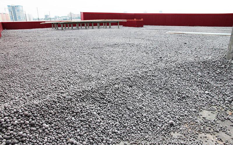 Гранулированный материал отлично подходит для утепления больших площадей
