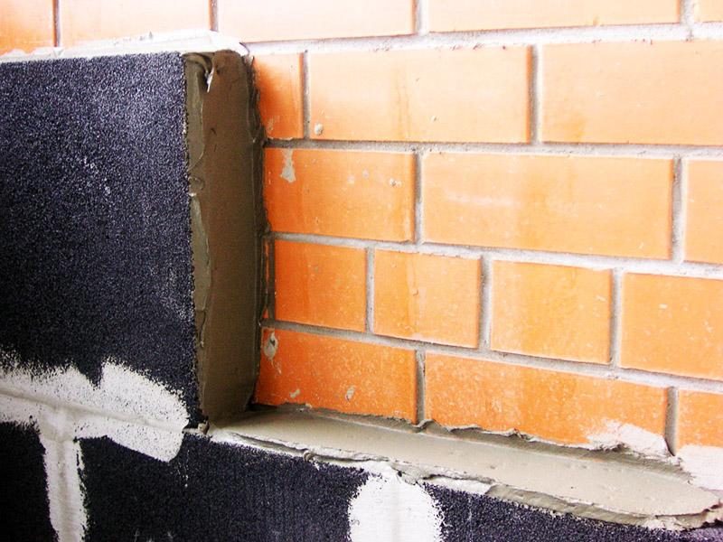 Блоки можно монтировать на стену, как керамическую плитку