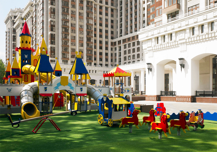 Во внутреннем дворике расположена детская площадка