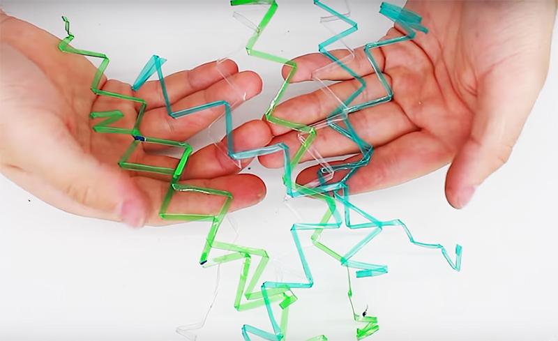 Когда вы снимете полосу с шаблона, пластик останется в зигзагообразном состоянии