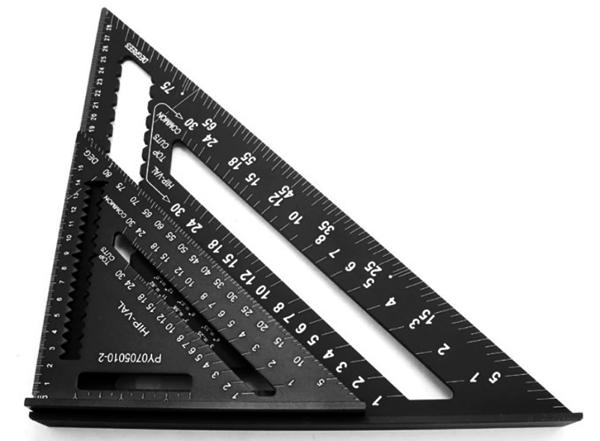 Метрический угольник Свенсона был создан в 1925 году Альфредом Свенсоном и за последние 90 лет стал мастхэвом для плотников и других мастеров