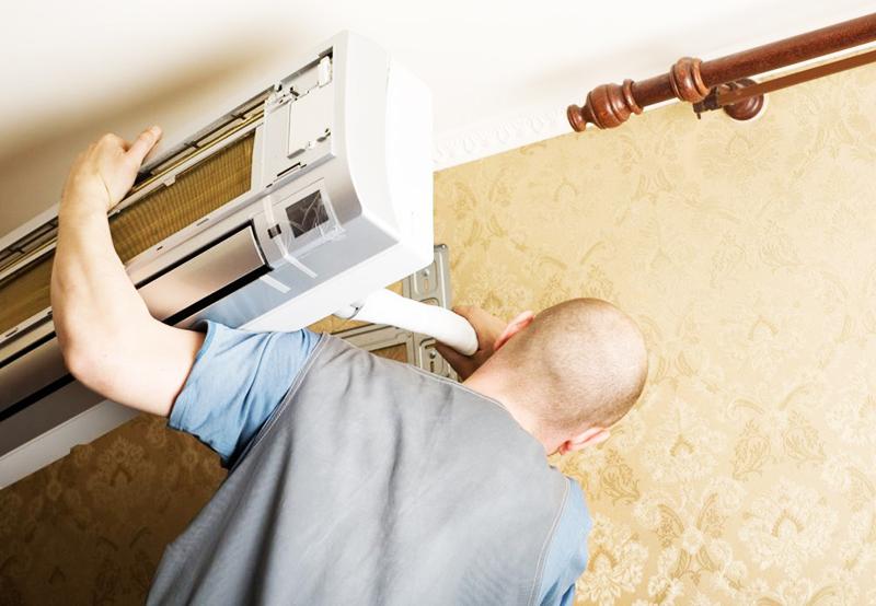 Приходится вести по готовому после ремонта покрытию дополнительные кабели, либо дополнительно проводить розетки