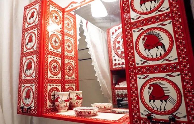 Традиционные сказочные мотивы использовались в оформлении поделок и мебели на севере Руси