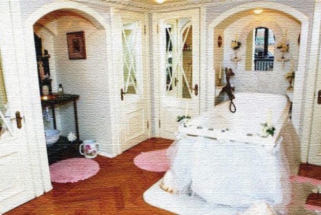 Дворцовый интерьер в коммуналке: неожиданный дизайн для 11-комнатной квартиры Анастасии Мельниковой