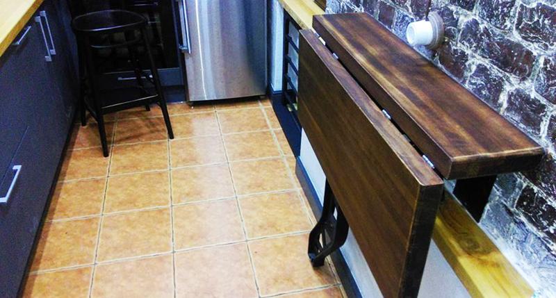 Откидная конструкция идеально подходит для маленьких кухонь