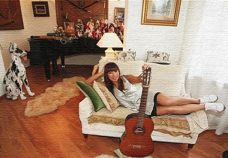 В зоне отдыха поставили концертный рояль, за которым Анита часто проводит музыкальные вечера для близких