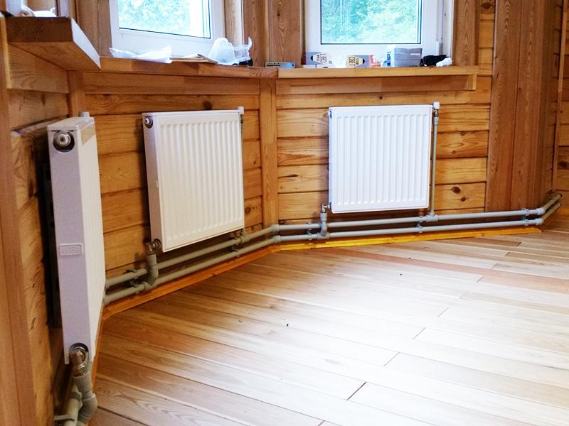 Организовать обогрев с помощью двухтрубной системы отопления можно по-разному