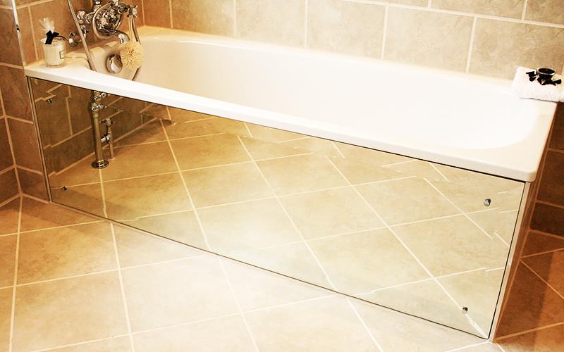 Зеркальные экраны под ванну расширяют пространство